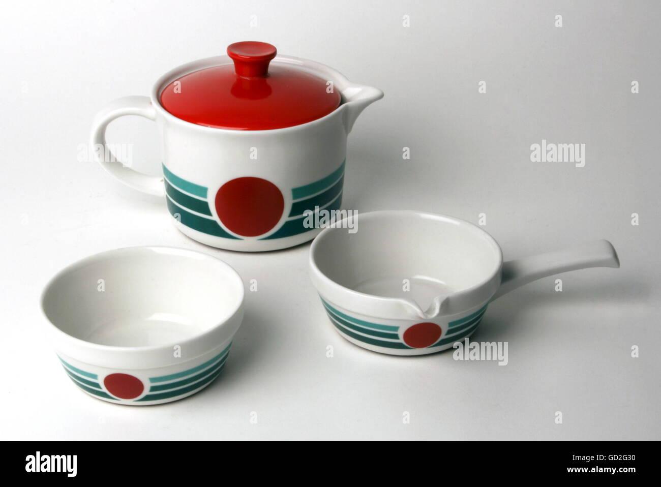 household, kitchen, boil-proof porcelain dish 'Cordoflam', design: Hans Merz (Form), decor variants of the - Stock Image