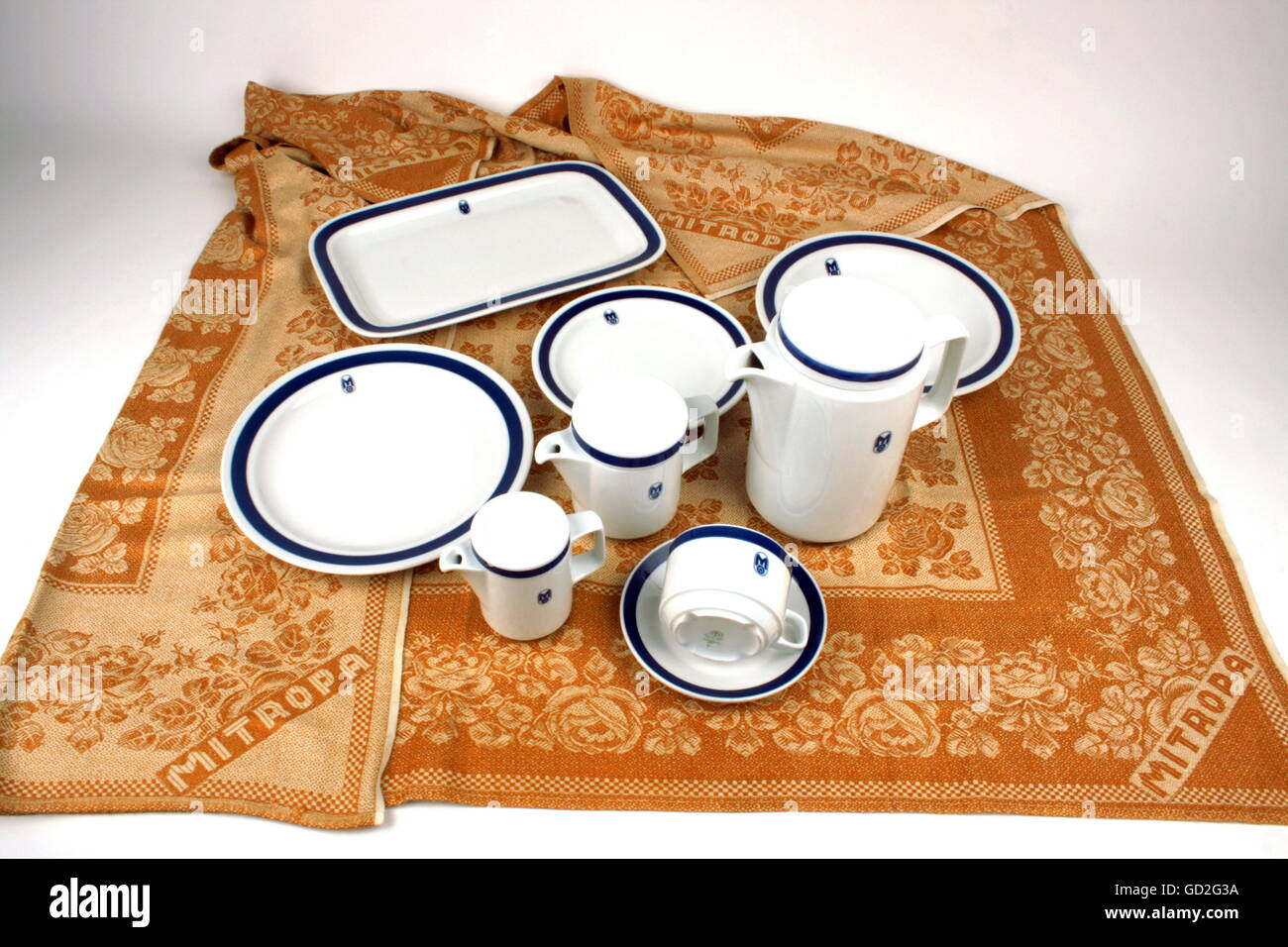 gastronomy, porcelain service 'Rationell', coffee set with Mitropa lettering (last decor version, 1980s), - Stock Image
