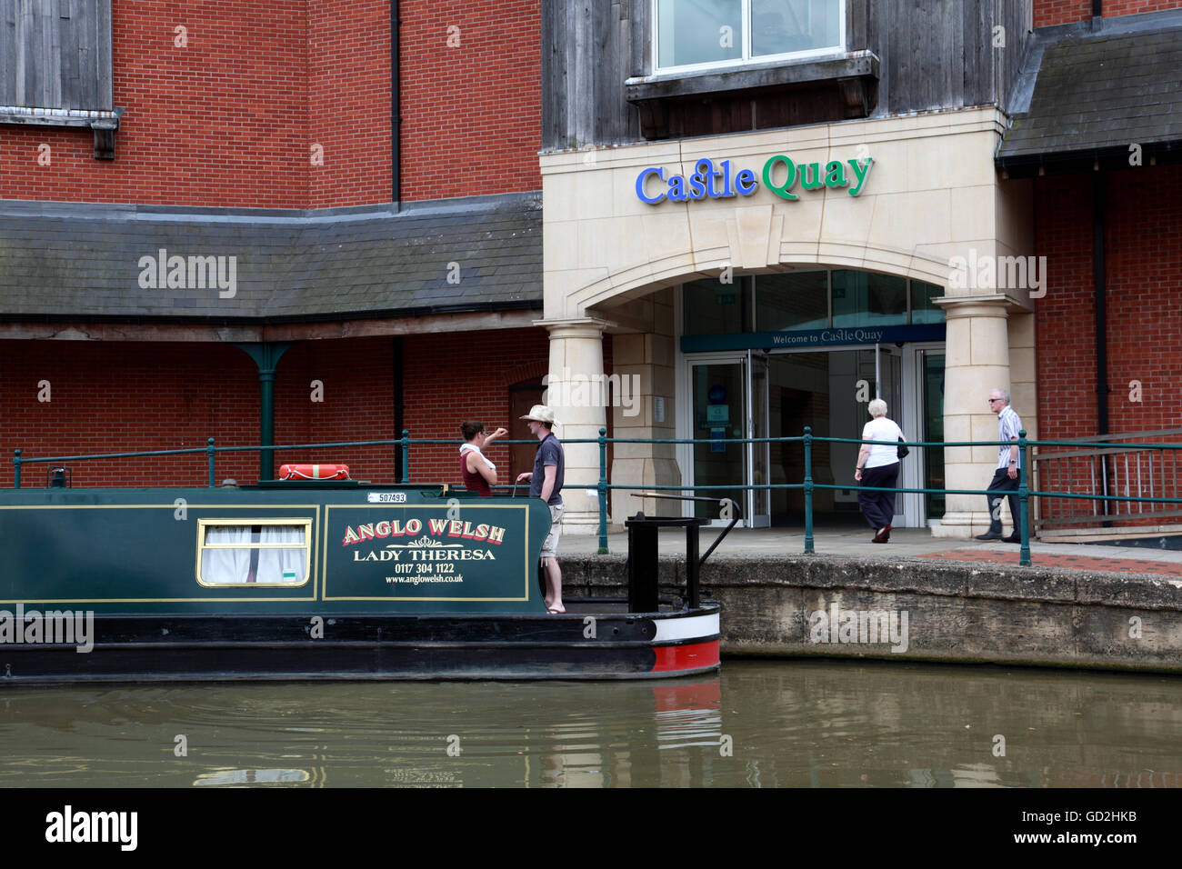 An Anglo Welsh hire narrowboat on the Oxford Canal in Banbury next to the Castle Quay shopping centre - Stock Image