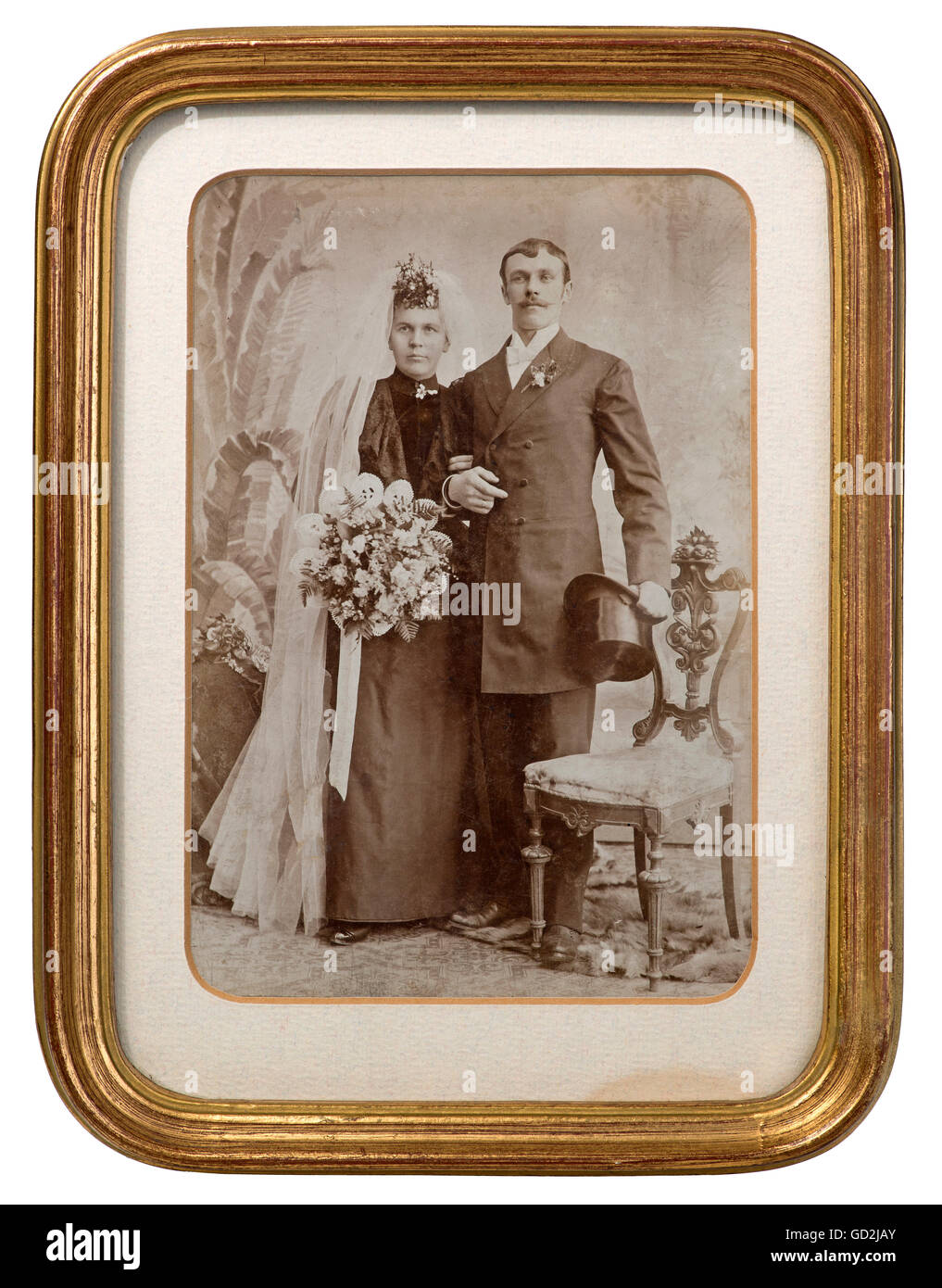 people, couples, bridal couple, wedding photo in the gilt frame, Germany, circa 1890, Additional-Rights-Clearences - Stock Image