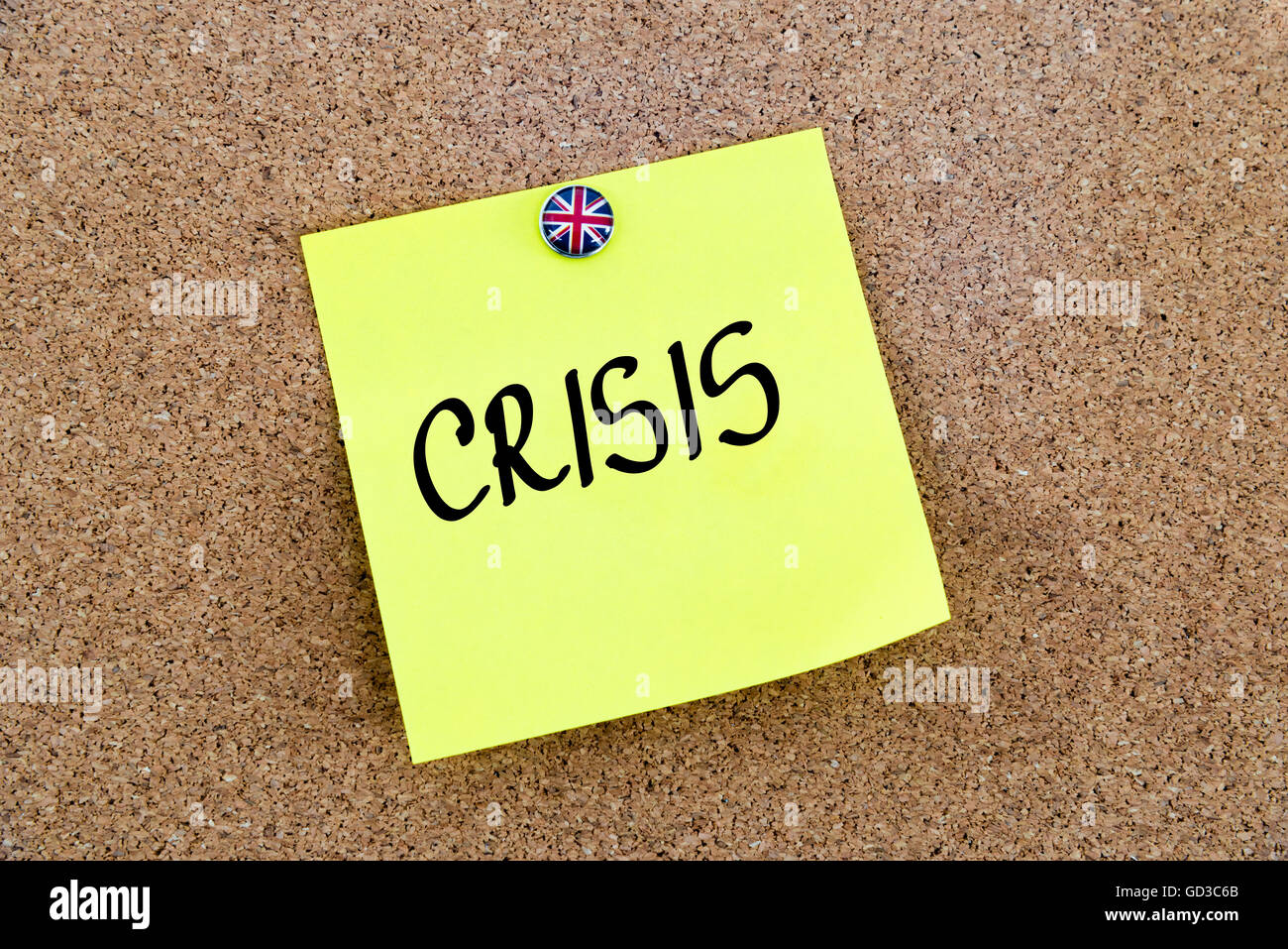 Yellow paper note pinned on cork board with Great Britain flag thumbtack, written text CRISIS, United Kingdom exit - Stock Image