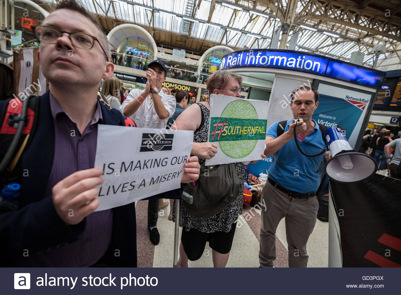 London, UK. 11th July, 2016. Commuters demonstrate against Southern Rail at London Victoria train station during Stock Photo