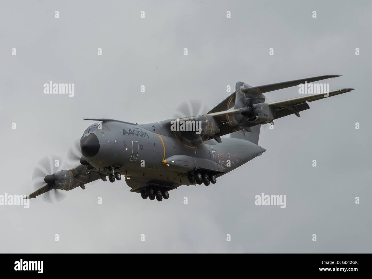 Farnborough, Hampshire UK. 12th July 2016. Airbus Military A400M flying demo. Day 2 of the Farnborough International - Stock Image