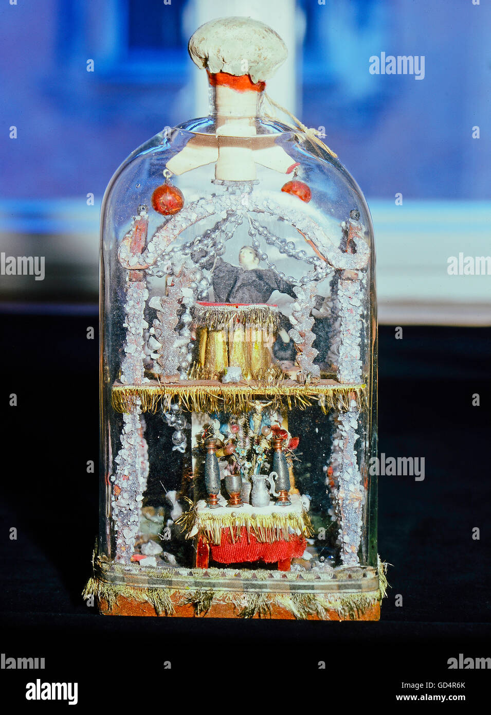 fine arts, folk art, impossible bottle with altar and preacher, glass, Swabia, 19th century, Werdenfels museum, - Stock Image