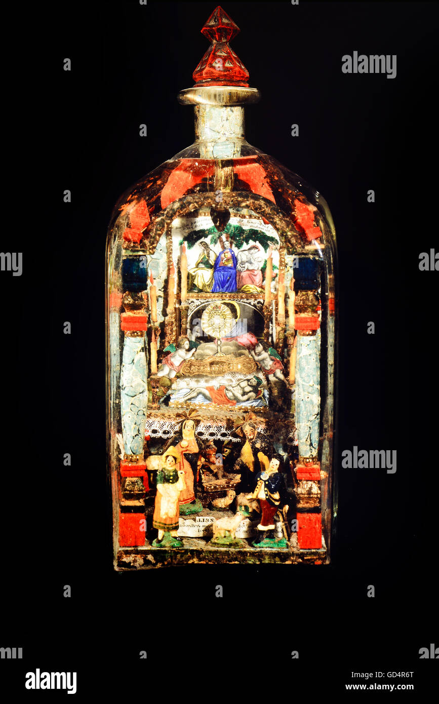 fine arts, folk art, impossible bottle with Holy Grave and Nativity scene, glass, paper, wax, Mariazell, 2nd half - Stock Image