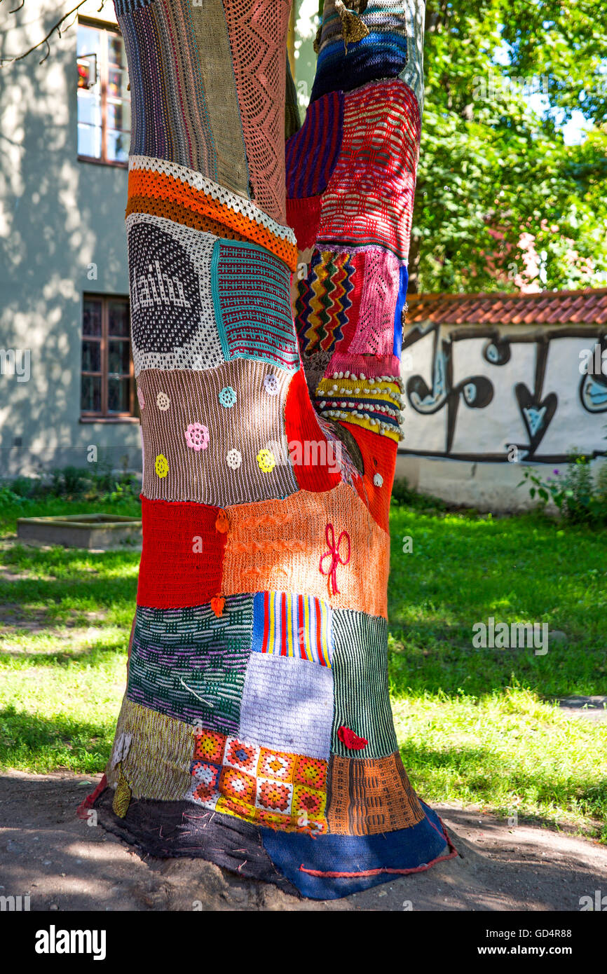 fine arts, textiles, crochet around trees in the old town of Vilnius, Lithuania, Artist's Copyright has not - Stock Image