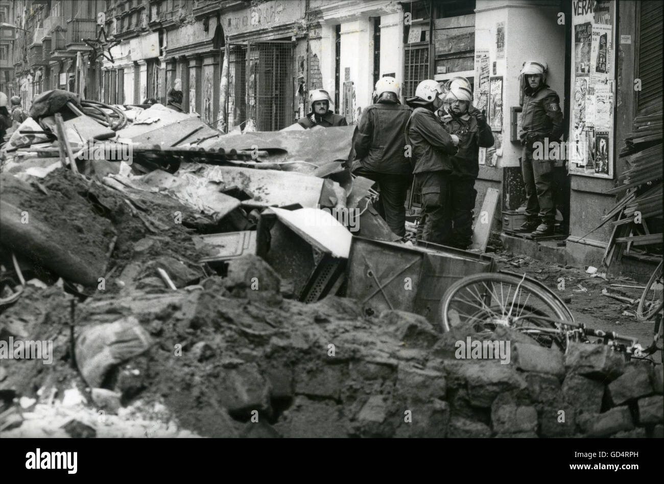 geography / travel, Germany, politics, eviction of occupied houses in the Mainzer Strasse, Berlin, 14.11.1990, Additional - Stock Image