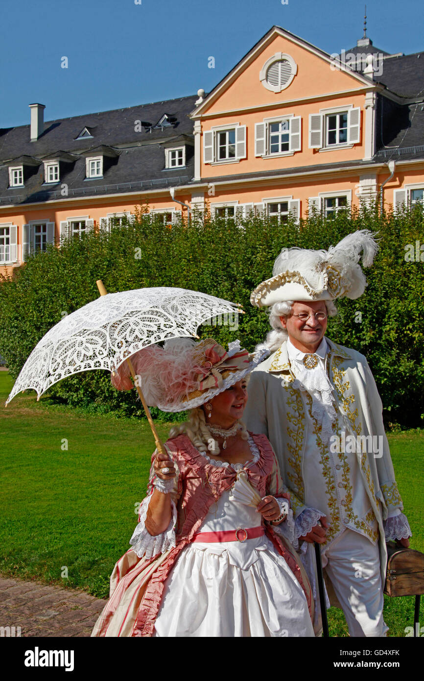 Mozart festival 2014, Pair in historical clothes in front of the castle, Schwetzingen, Baden-Wuerttemberg, Germany - Stock Image