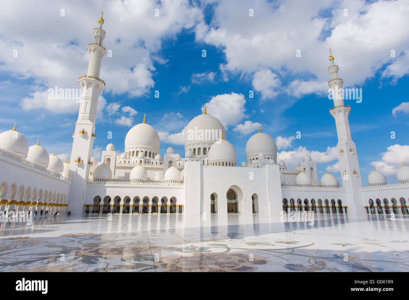 Sheikh Zayed Grand Mosque, Abu Dhabi, UAE. Built between 1996-2007. Design inspired by Persian, Mughal and Moorish - Stock Image