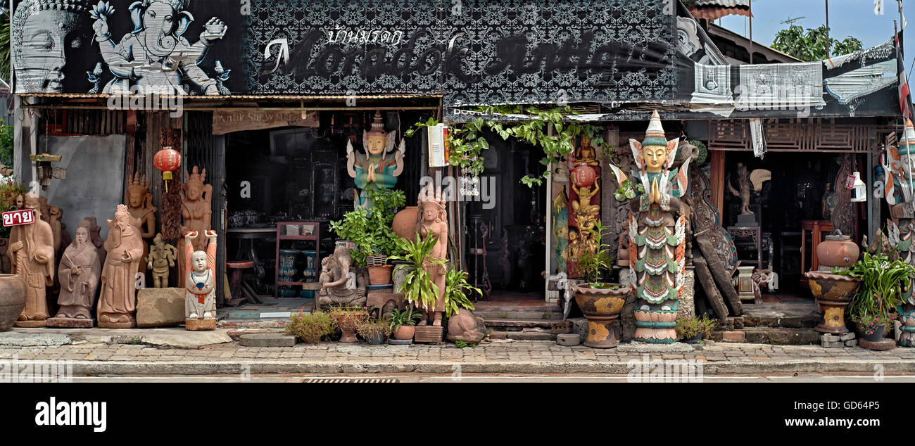 Thai antique store specialising in Buddhist statue and artifacts. Thailand S. E. Asia. - Stock Image