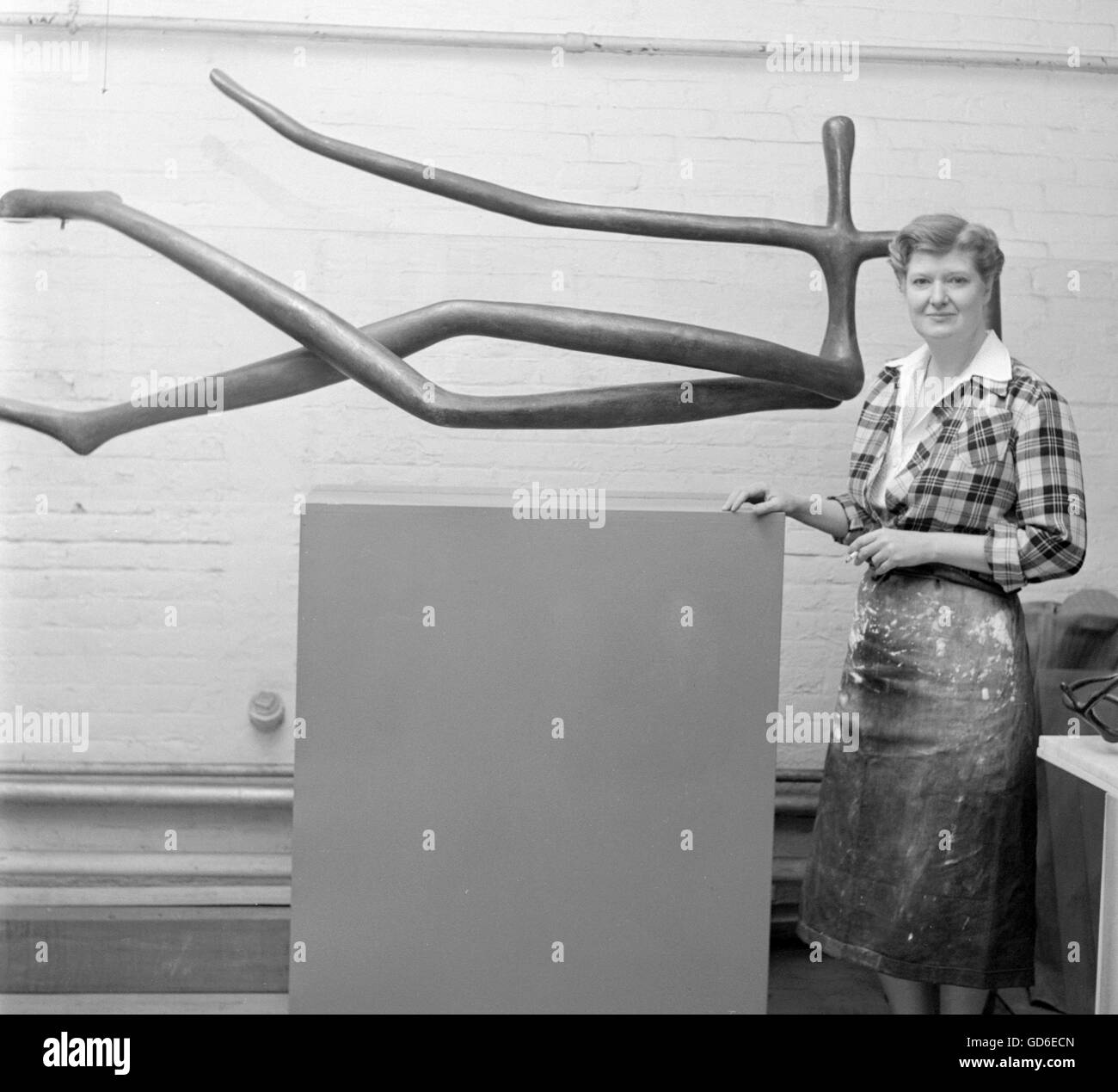 Mary Callery, sculptor, 1950. - Stock Image