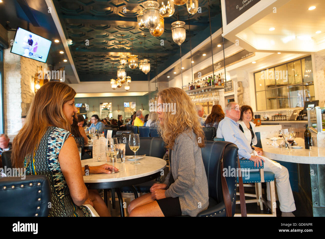 guests dining at Lure Fish House and Oyster Bar during Happy Hour, Santa Barbara, California - Stock Image