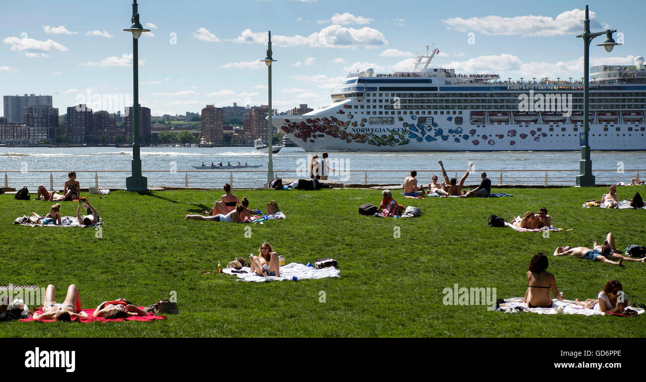 People Lounge On The Grass Sunning Themselves In Chelsea Waterside Stock Photo Alamy