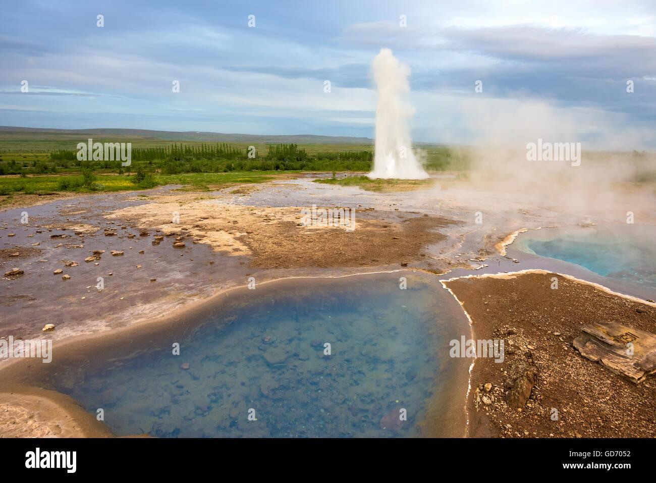 Strokkur (churn) fountain geyser in the geothermal area beside the Hvítá River. Haukadalur, Geysir - Iceland - Stock Image