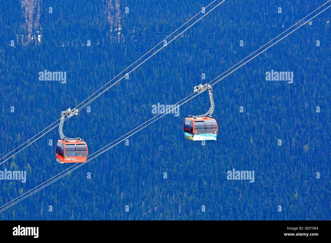 Peak to Peak gondola between Whistler and Blackcomb mountains, Whistler, British Columbia Stock Photo