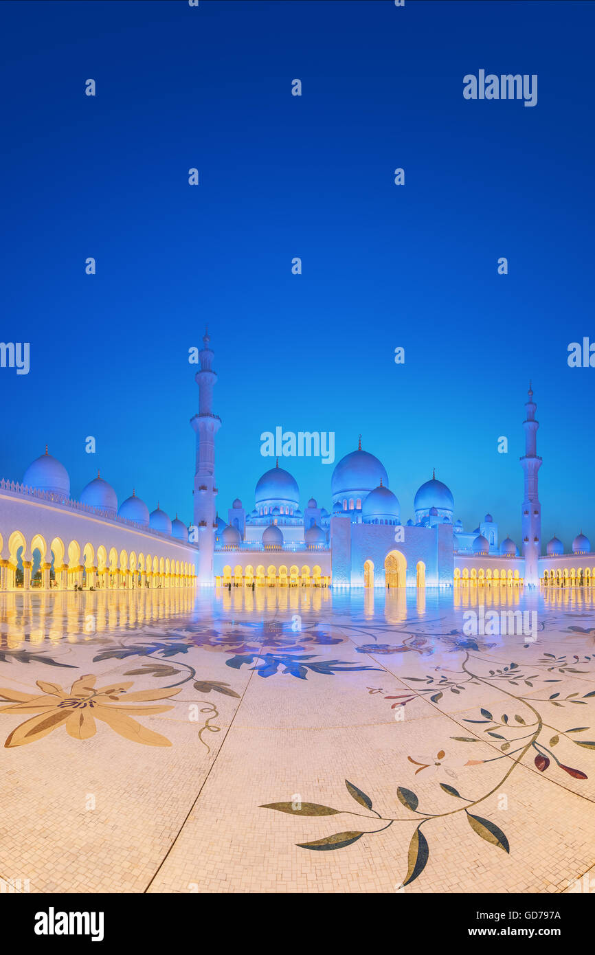 Sheikh Zayed Grand Mosque at dusk, Abu-Dhabi, UAE - Stock Image