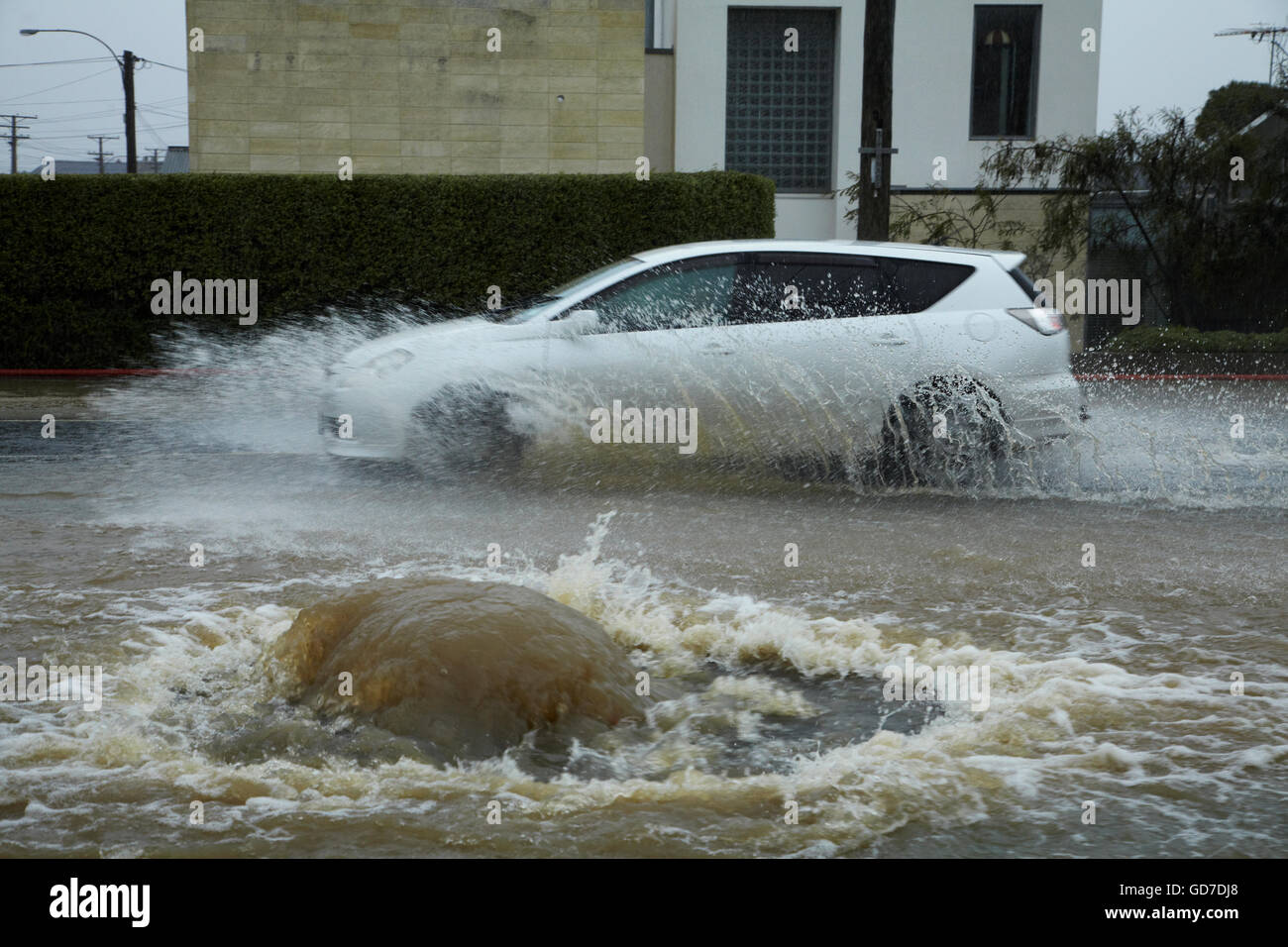 Flood waters pushing out of manhole cover, Forbury Road, St Clair, Dunedin, South Island, New Zealand - Stock Image