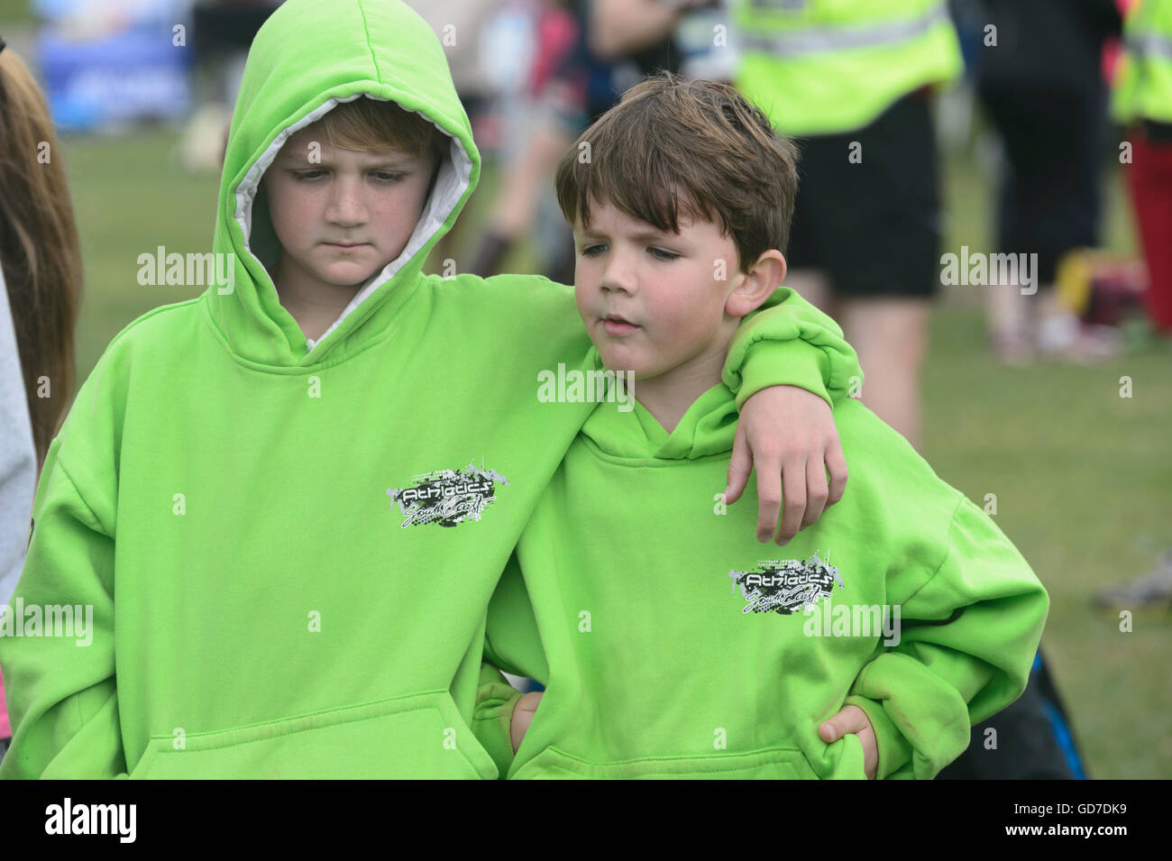 Two young brothers with an arm around the shoulder - Stock Image