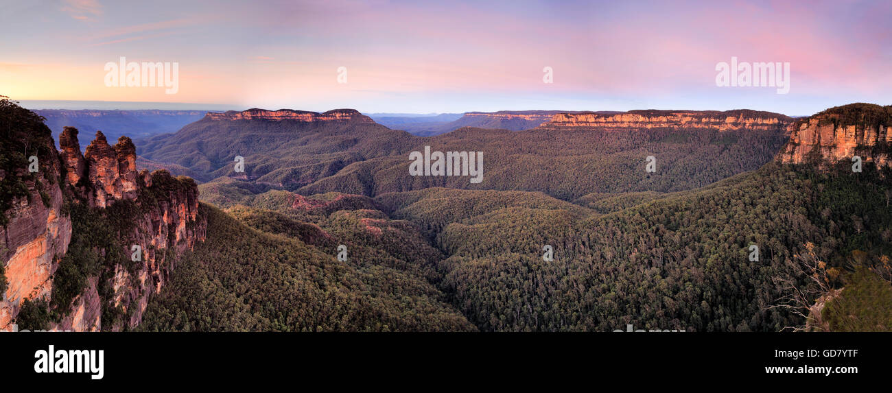 Vista of Grand Canyon in Blue Mountains national park of Australia. Wide panorama of mountain range from three sisters - Stock Image