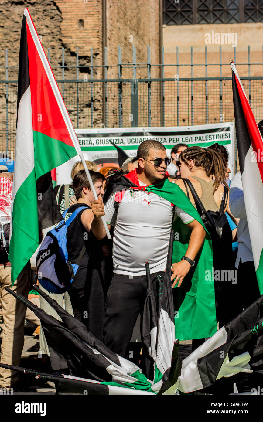 Palestinian protesters to stop the bombing of Gaza - Stock Image