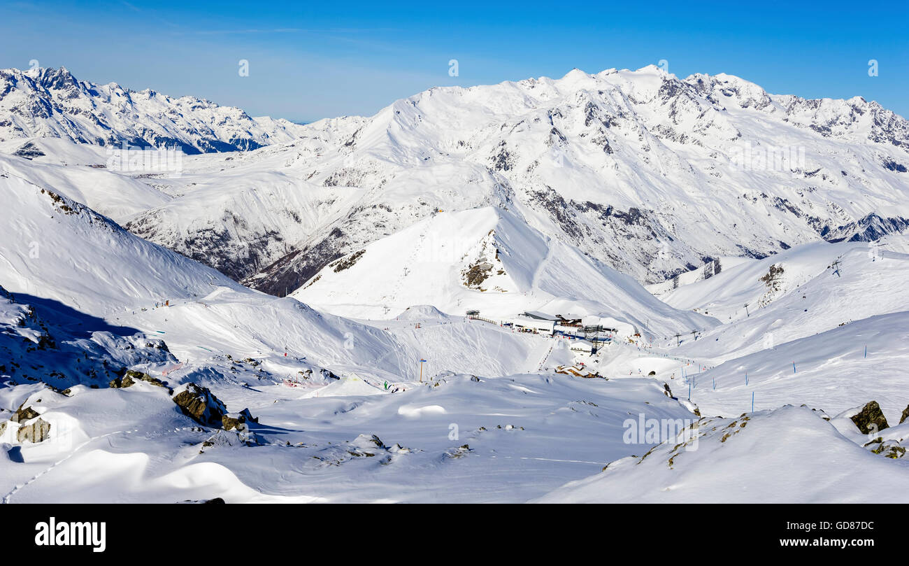 Ski resort 'Les DEUX ALPES ' with in the 'ALPES D'HUEZ' in background and a Chairlift station - Stock Image
