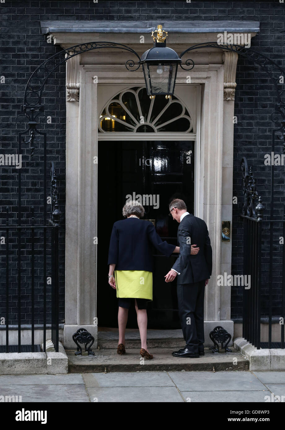 London, UK. 13th July, 2016. Britain's new Prime Minister Theresa May(L) and her husband walk towards 10 Downing - Stock Image