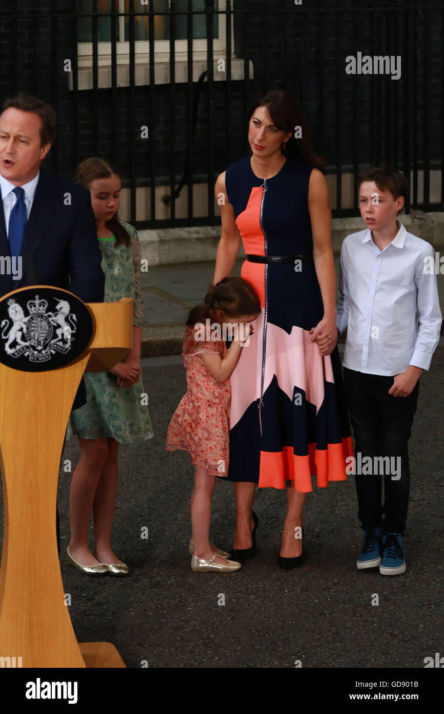 London, UK. 13th July, 2016. David Cameron outside Number 10 Downing Street with wife Samantha and their children - Stock Image