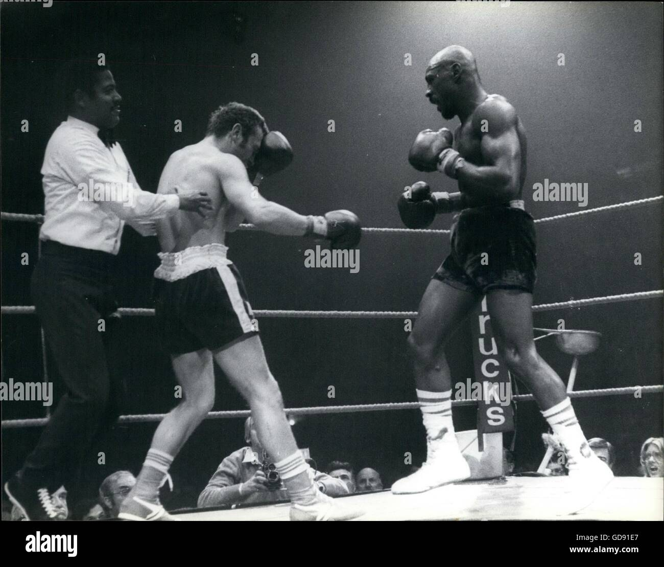 1961 - boxer ring black punch sports © Keystone Pictures USA/ZUMAPRESS.com/Alamy Live News Stock Photo
