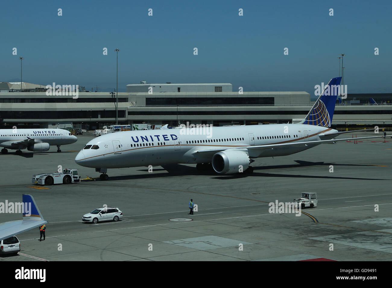 Chinese 787 Dreamliner Stock Photos & Chinese 787 Dreamliner Stock ...