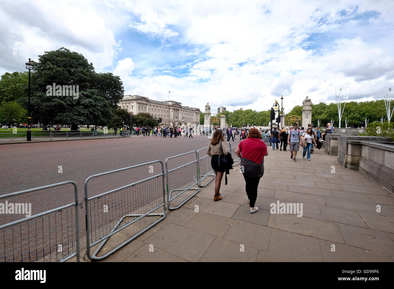 Looking Towards Buckingham Palace With Australia Gate To The Right