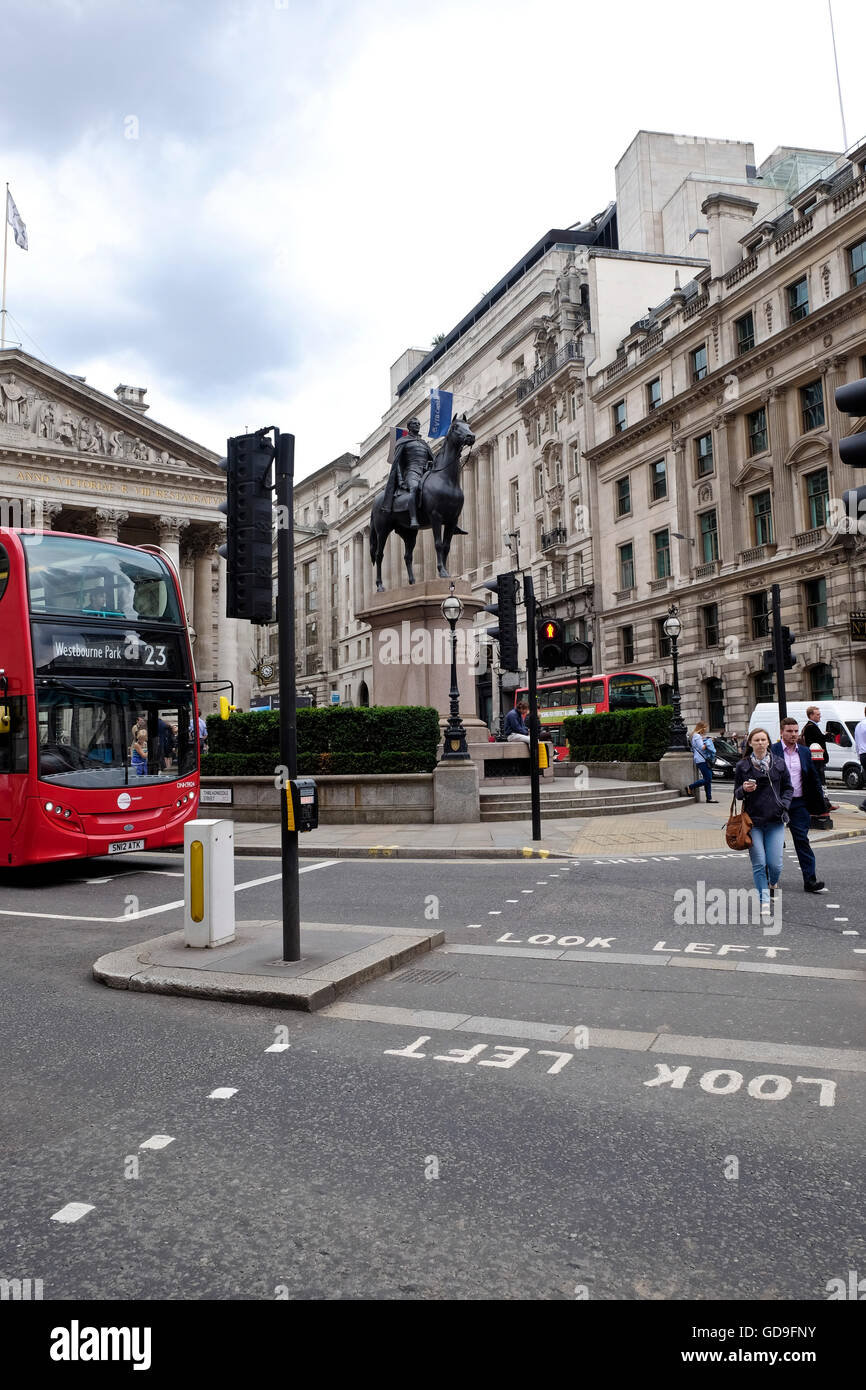 London, United Kingdom. Looking across Threadneedle street towards The Royal Exchange Building and the statue of - Stock Image