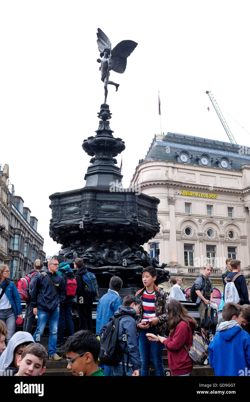 Sightseers on a rainy day in London Piccadilly Circus - Stock Image