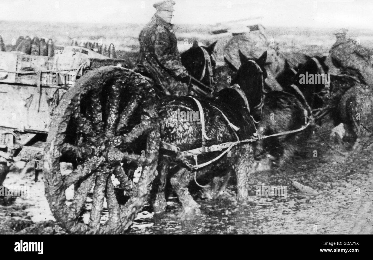 FIRST WORLD WAR  Allied ammunition wagon coping with thick mud. - Stock Image