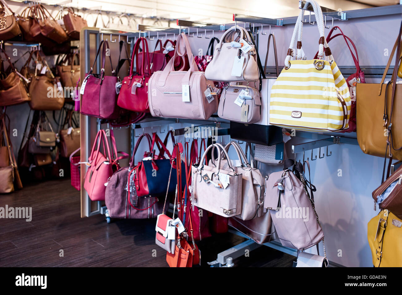 dd7402be688 Handbags Shop Stock Photos   Handbags Shop Stock Images - Page 2 - Alamy