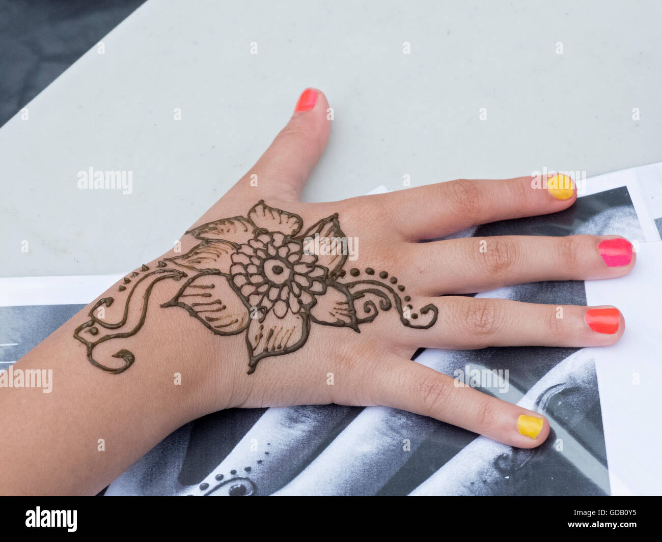 Must see Bangladeshi Eid Al-Fitr Decorations - close-up-of-a-bengali-teenagers-henna-hand-decorations-for-the-eid-GDB0Y5  Gallery_689380 .jpg