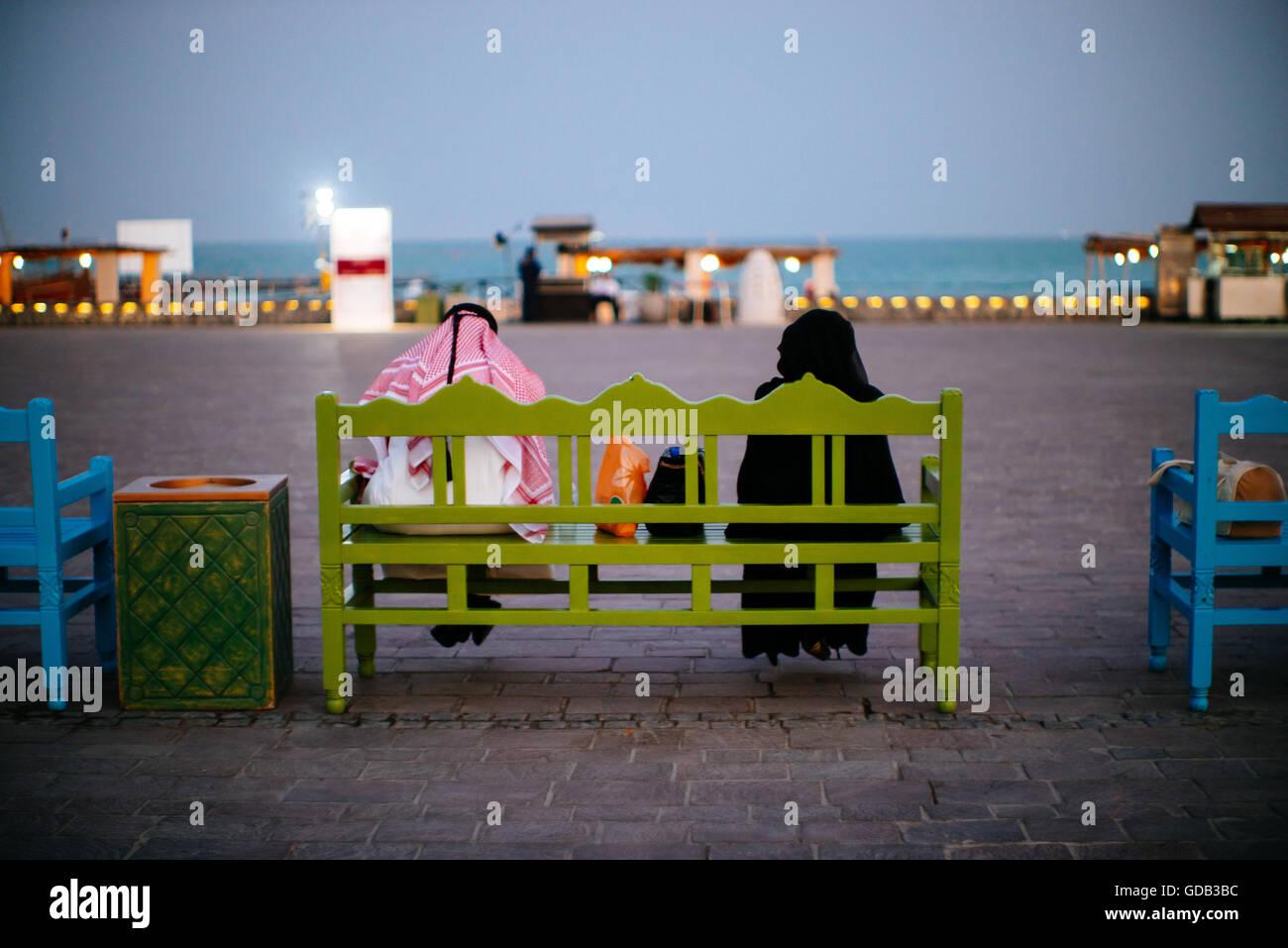 Qataris  take a break at Katara cultural village, Doha, Qatar. - Stock Image