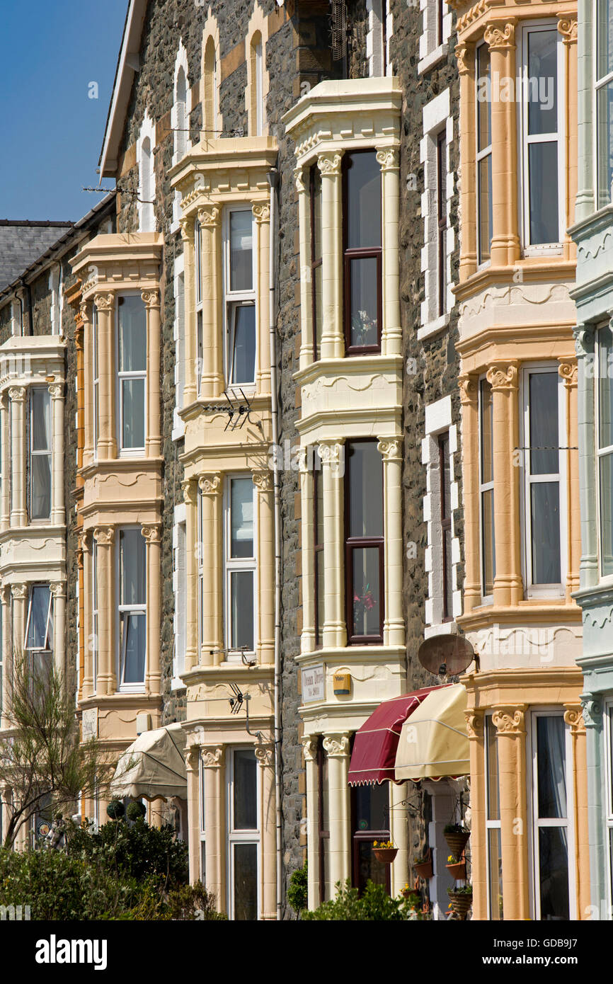 UK, Wales, Gwynedd, Barmouth, Marine Parade, tall Victorian seafront houses - Stock Image