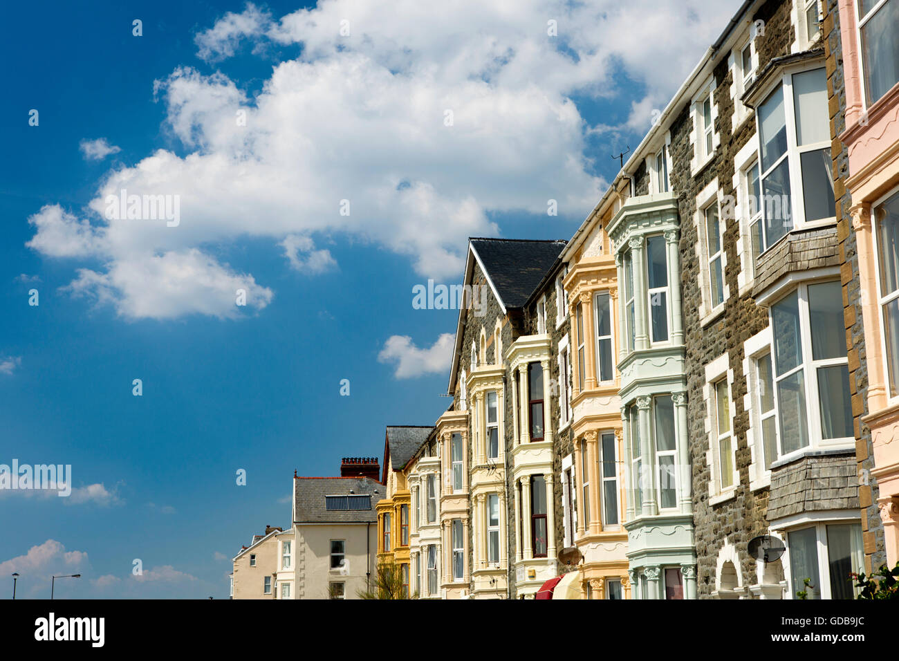 UK, Wales, Gwynedd, Barmouth, Marine Parade, blue sky above tall Victorian seafront houses - Stock Image