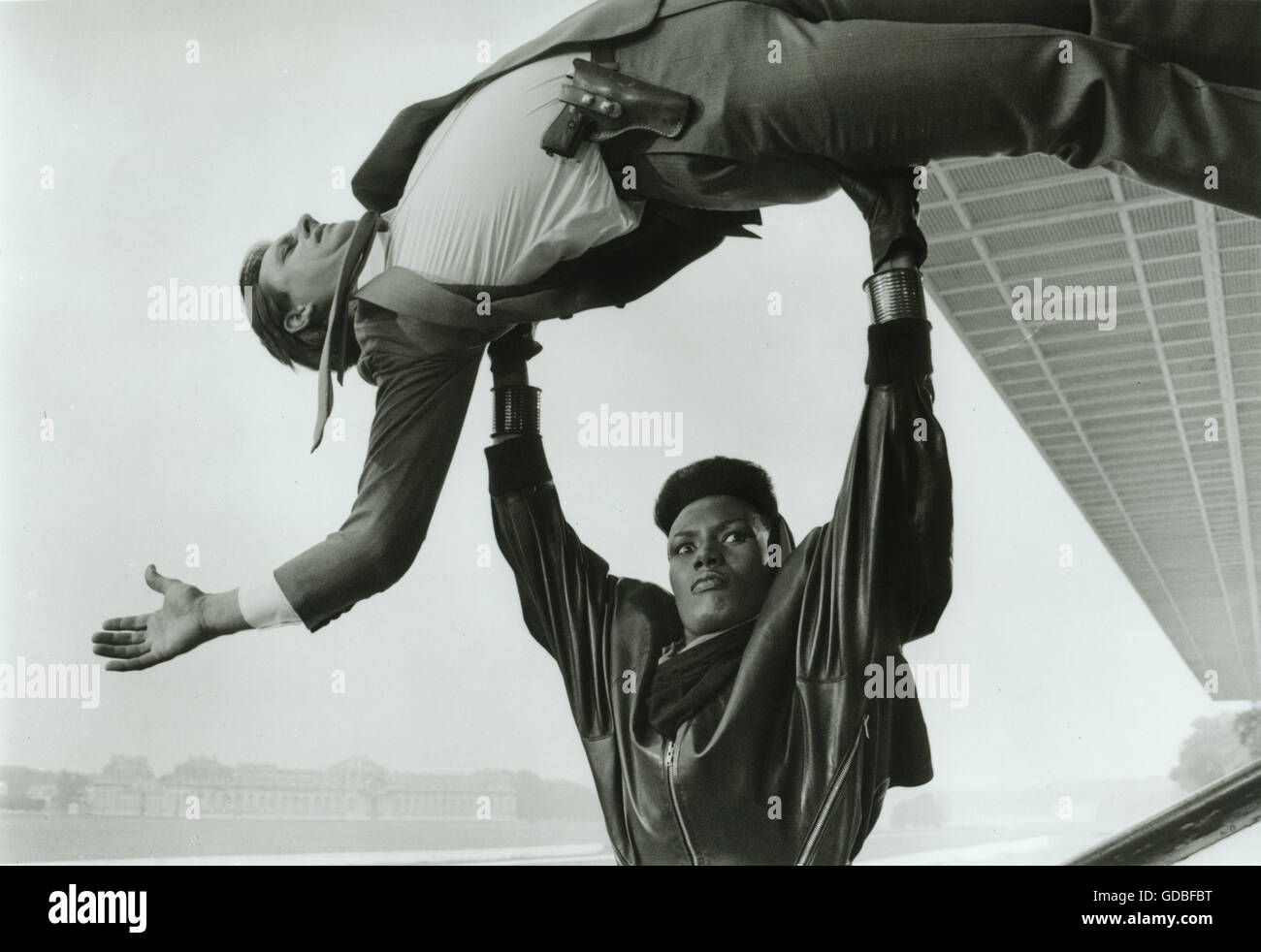 FILM A View to a Kill (1985, John Glen) Grace Jones (May Day) overpowers a KGB agent. - Stock Image