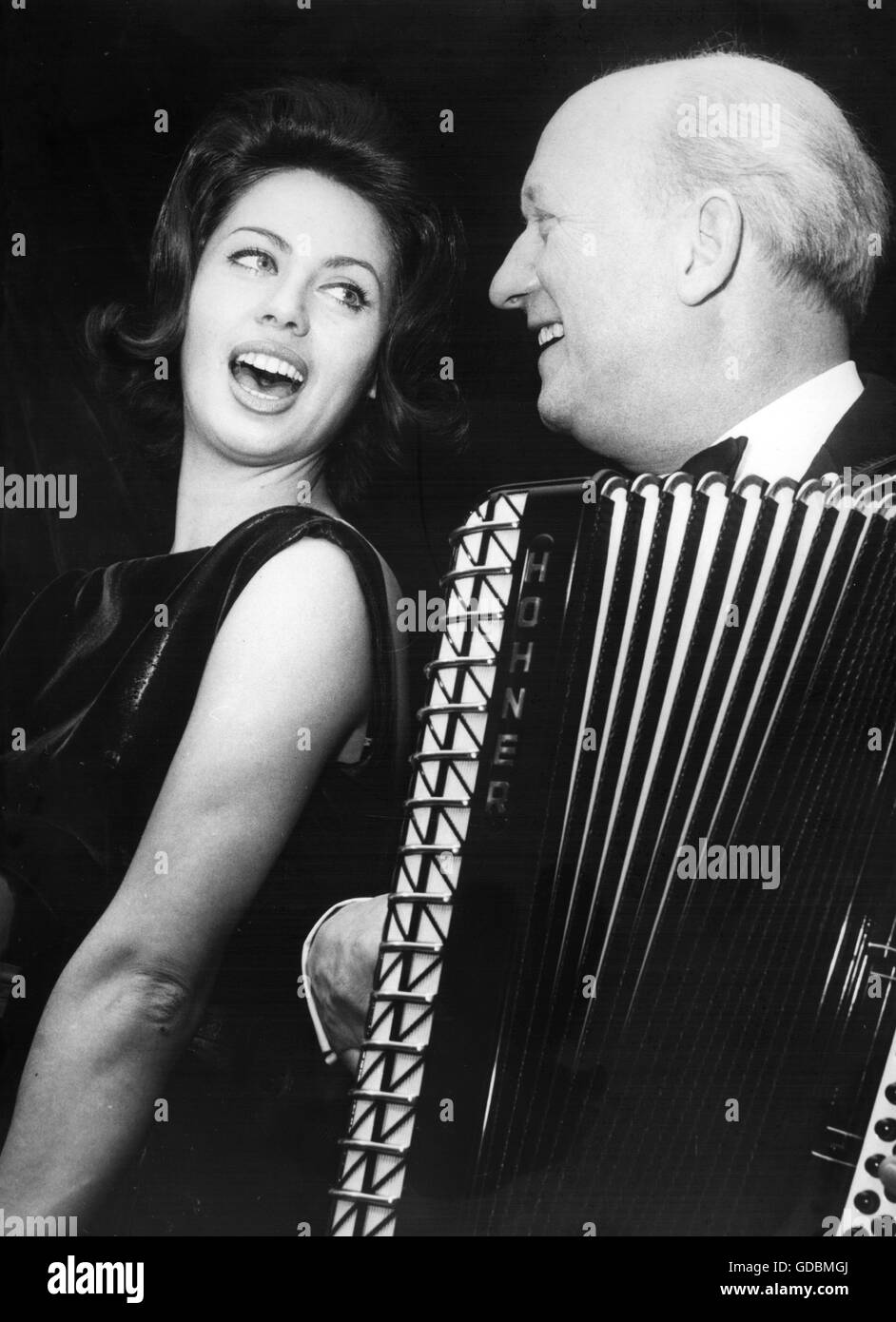 Eskens, Margot, * 12.8.1939, German pop singer, with Albert Vossen, rehearsal for preliminary decision of the German - Stock Image