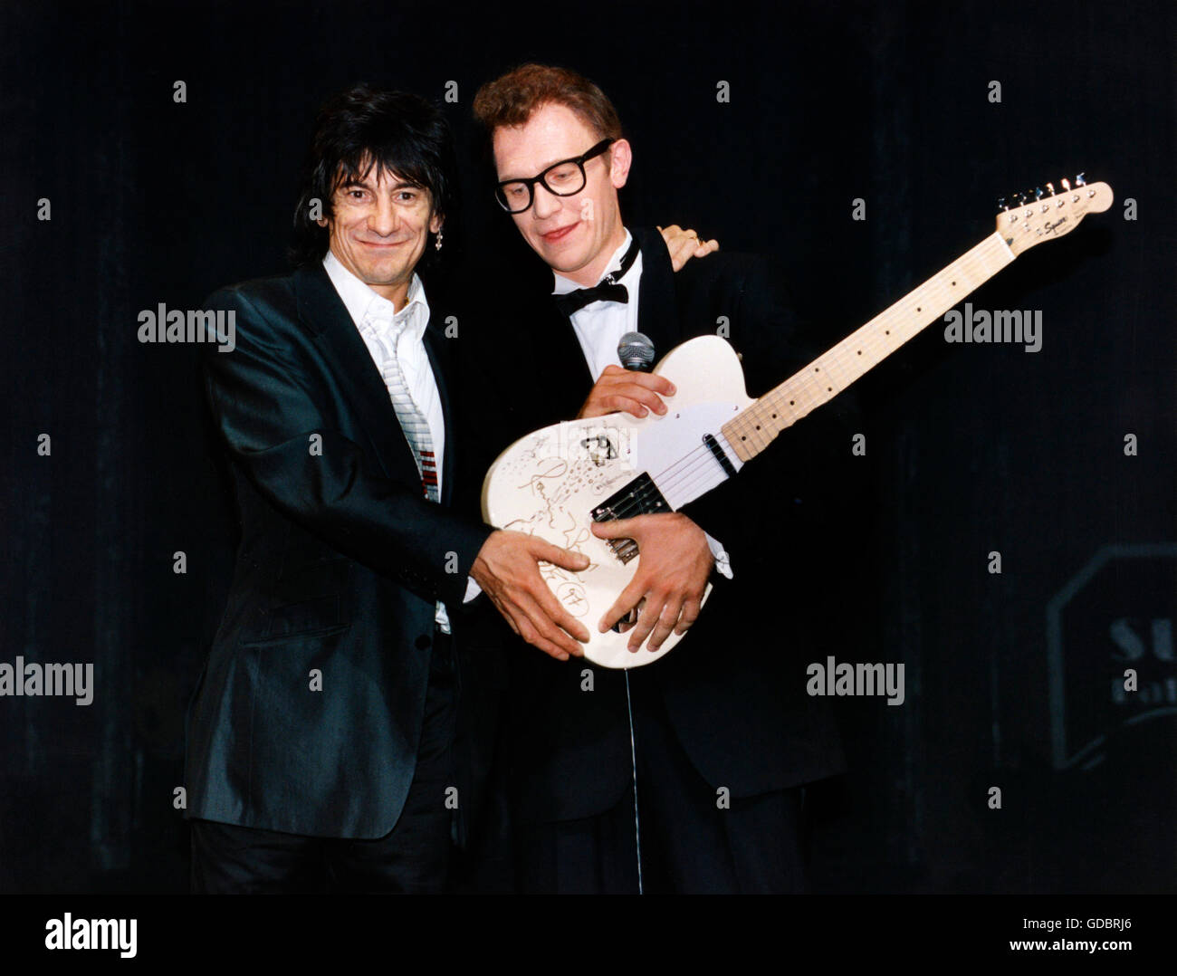 Rolling Stones, the, British band, founded 1962, Ron Wood * 1.6.1947, half length, with Robert Brosch, leading actor - Stock Image