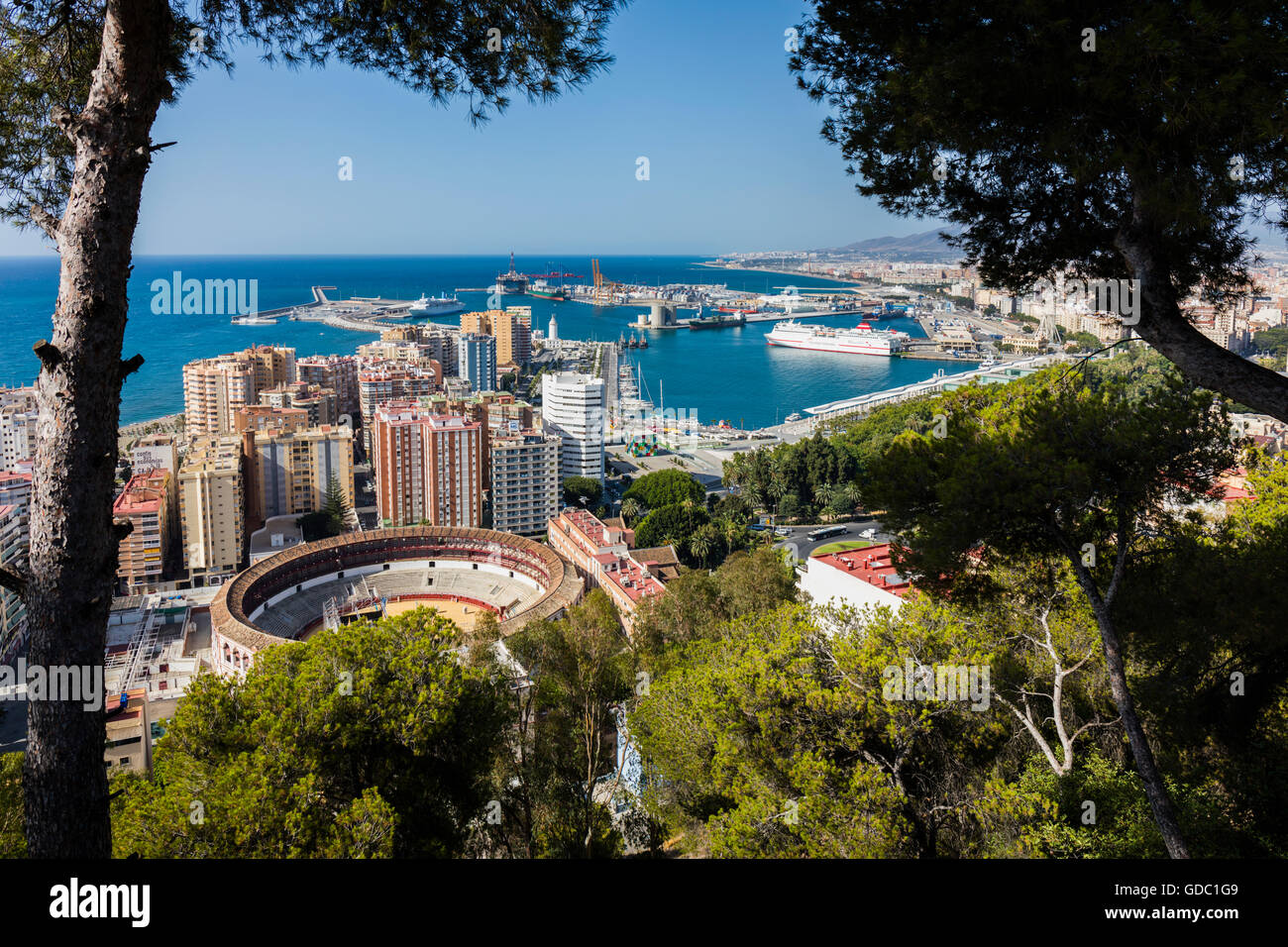 Malaga, Costa del Sol, Malaga Province, Andalusia, southern Spain.  Overall view of bullring and port from National - Stock Image