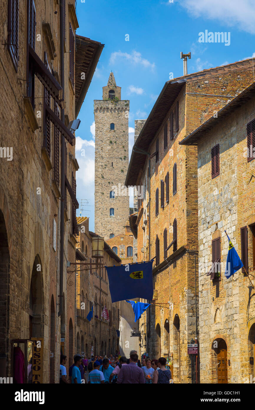 San Gimignano, Siena Province, Tuscany, Italy.  Typical street scene.  San Gimignano is a UNESCO World Heritage - Stock Image