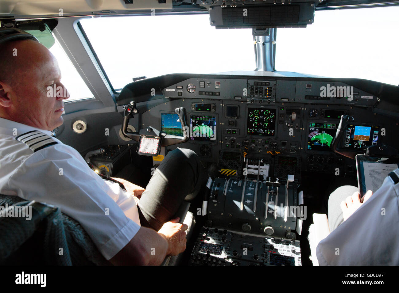 Cockpit of a Dash-8 en route from Reykavik to Ilulissat, Greenland - Stock Image