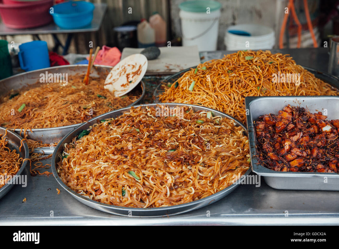 Kway teow fried noodles at the Kimberly Street Food Night Market, George Town, Penang, Malaysia. - Stock Image