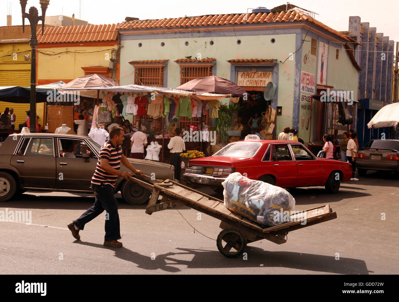 street life in the town of Maracaibo in the west of Venezuela. - Stock Image