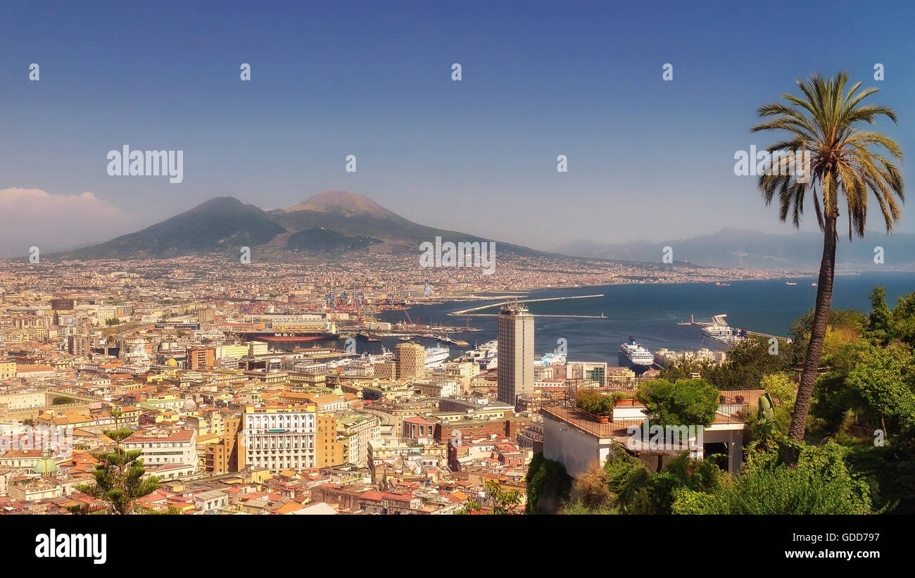 Panoramic view of the Gulf of Naples with the palaces, the commercial port, the cruise ships docked on the right - Stock Image