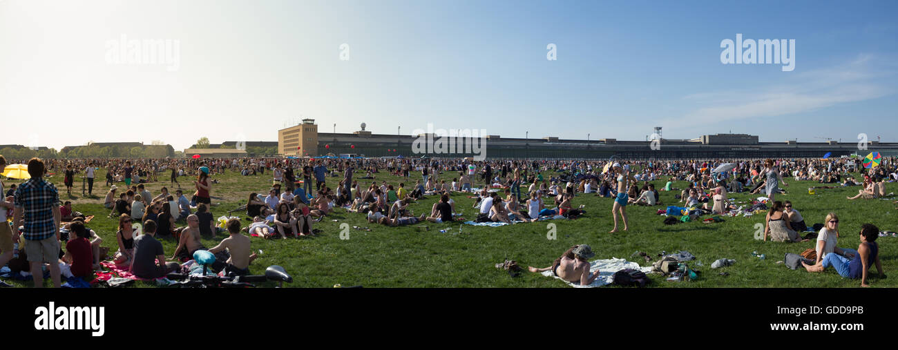 People at 'Tempelhofer Feld', the former airport of Berlin-Tempelhof which is now a public park. - Stock Image