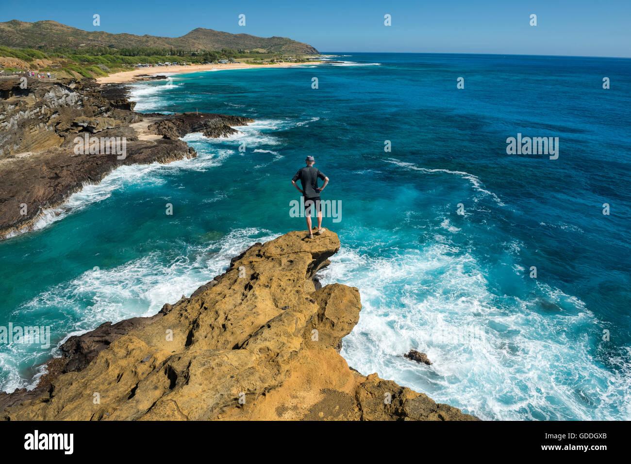 USA,Hawaii,Oahu,USA,Hawaii,Oahu,Honolulu,Halona Blowhole Lookout,man at lookout MR 0009,, - Stock Image