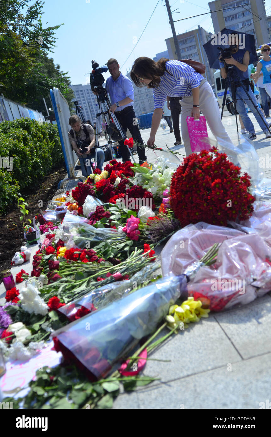 Moscow Russia 15th July 2016 Muscovites Bring Flowers To The